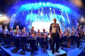 """La Banda de Música de la Policía incorporó un particular """"instrumento"""""""