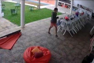 Video: El desparpajo de un ladrón que ingresó 2 veces a una casa en menos de 7 días