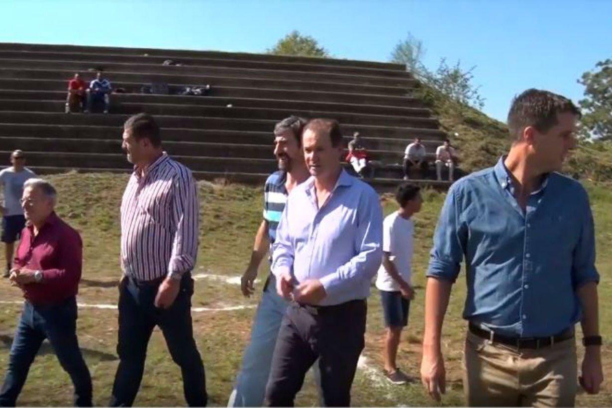 El gobernador recorrió el estadio inconcluso.