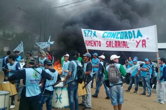 Manifestación sindical en Insa por aumentos y contra presuntos maltratos