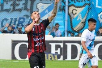 Con dos tantos de su goleador, Patronato volvió al triunfo