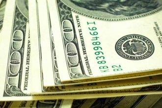 El dólar se acercó a los $45, cayeron las monedas emergentes y subió el riesgo país