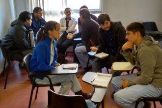 Del aula al trabajo: la oferta académica no coincide con la demanda laboral
