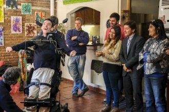 """Lucas recibió su silla de ruedas y podrá """"estar prácticamente parado"""""""