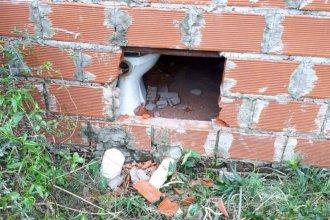 """Hicieron un boquete en su casa y le robaron: """"Esto pasa en cada cuadra"""""""