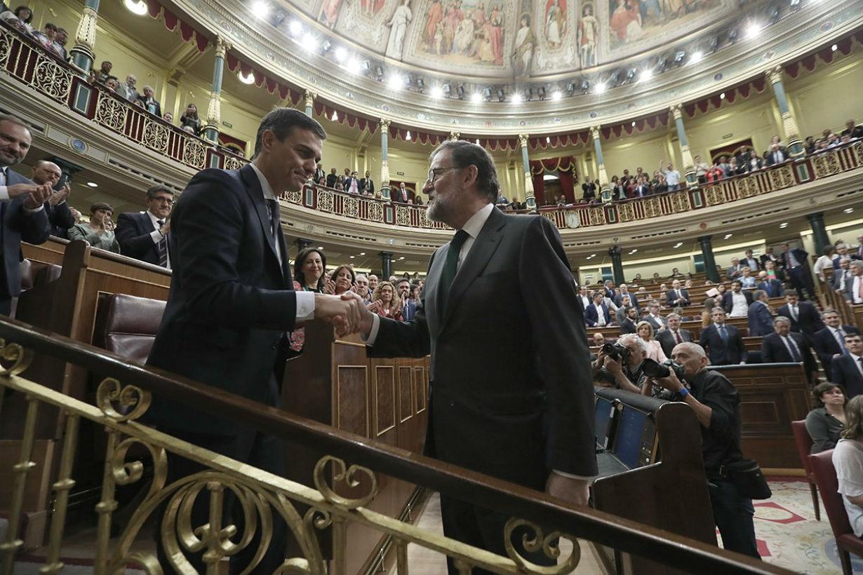 Sánchez y Rajoy, el que viene y el que salió.