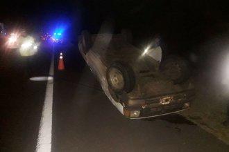 Presumiblemente alcoholizado, volcó su camioneta en la autovía