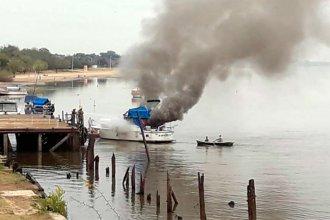 El incendio de una embarcación generó preocupación, en un puerto entrerriano