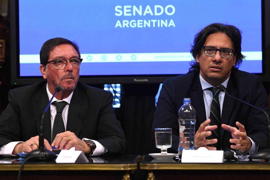 Garavano (der) firmó la designación de Larriera