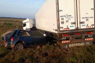 Dos entrerrianos murieron luego de chocar contra un camión