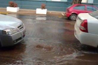 Otro caño roto en Colón generó un corte y la pérdida de varios litros de agua