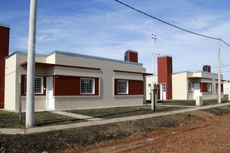Sortearon doce viviendas para docentes en Seguí