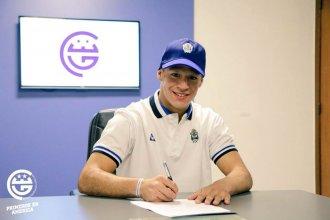 4 años después de dejar su ciudad, firmó contrato con un club de Primera
