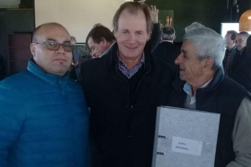 Torres, a la izquierda, con el gobernador Bordet.