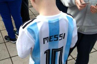 La tarde en que Messi cambió figuritas en la plaza de mi ciudad