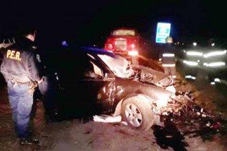 Un muerto y tres mujeres heridas, tras chocar contra una máquina vial en la banquina