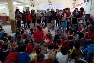 Más de 100 niños de un jardín recibieron un abrigo