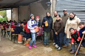 """Iniciativa de una familia en Barrio Tiro Sur: """"Desde el comedor queremos sembrar valores"""""""
