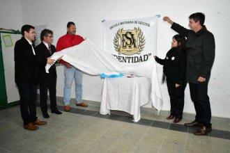 En homenaje a desaparecidos, renombraron la escuela de Adultos