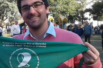 Intendente entrerriano exhibe el pañuelo verde