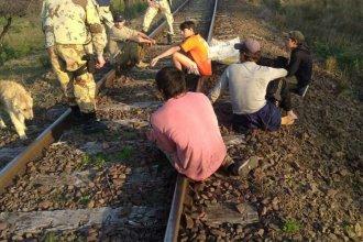 Por las vías del ferrocarril, persiguieron hasta detener a 5 jóvenes cazadores