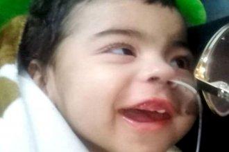 """Afrontan un costoso tratamiento para """"salvarle la vida"""" a Santi y necesitan ayuda"""