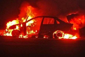 Regresaban de vacaciones, cuando su auto ardió en llamas en la Autovía