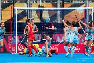 Las Leonas mostraron su poderío ante España en el debut mundialista