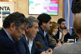 Funcionarios y ruralistas buscan una solución a la problemática del sector tambero