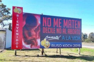 """Hace campaña electoral con un cartel donde le dice """"no al aborto"""""""
