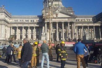 Afuera, bomberos abrazaron el Congreso; adentro, pidieron que no se recorte el presupuesto