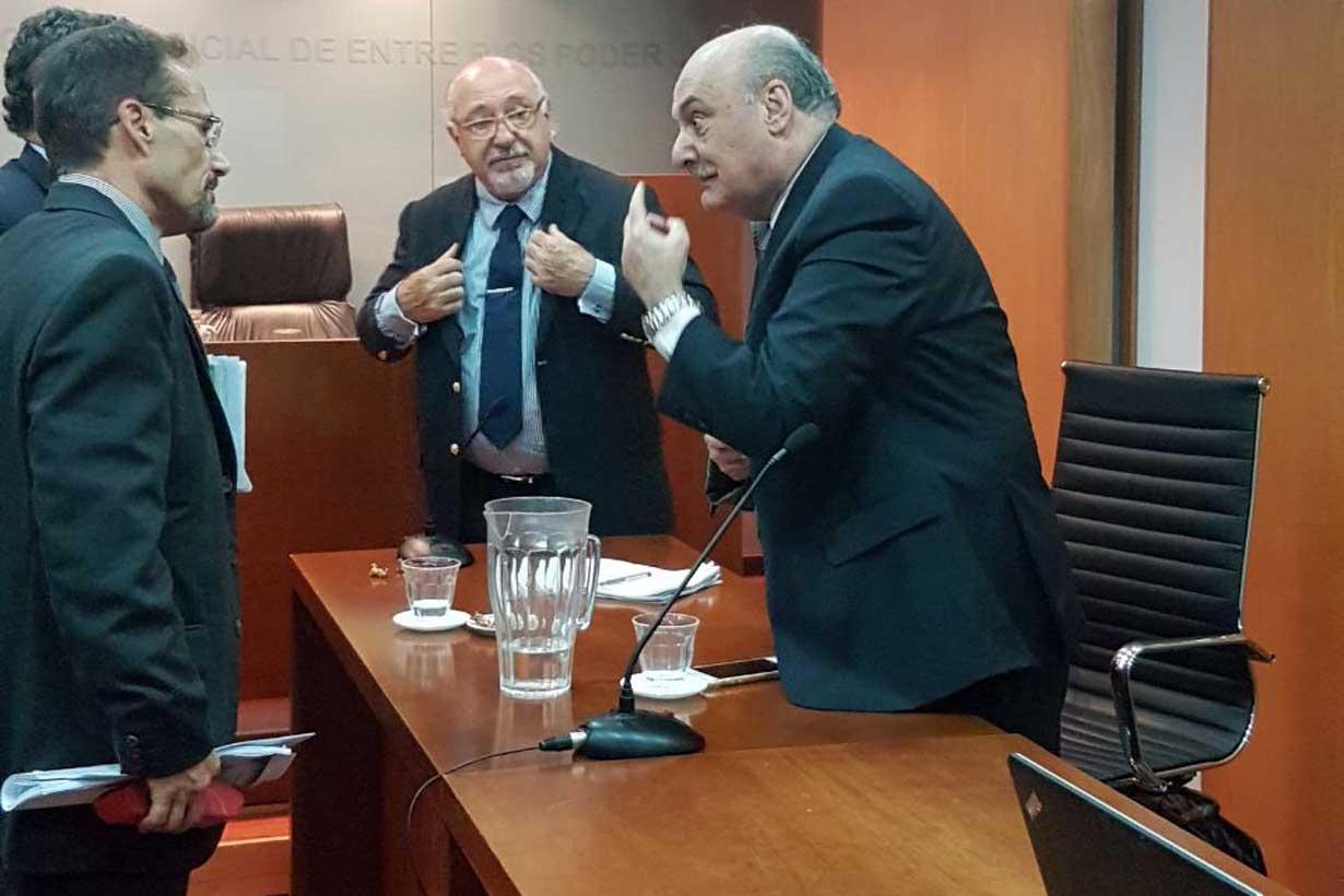 Taleb habla con el procurador García