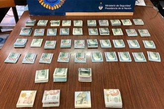 Los detuvieron en la Autovía 14, con 40 mil dólares encima