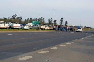 Citricultores autoconvocados acampan a la vera de la Autovía 14
