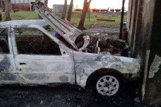 Golpeó a su mujer y prendió fuego el auto