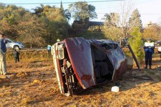 Al amanecer, perdió el control del auto en una curva y volcó