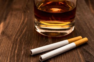 Dos hermanos ofrecían alcohol y cigarrillos a adolescentes a cambio de sexo