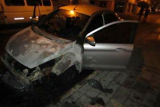 Incendio intencional: quemaron el auto de una empresa de Concordia