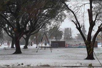 Ciudad entrerriana se cubrió de blanco, como si estuviese al borde de la cordillera