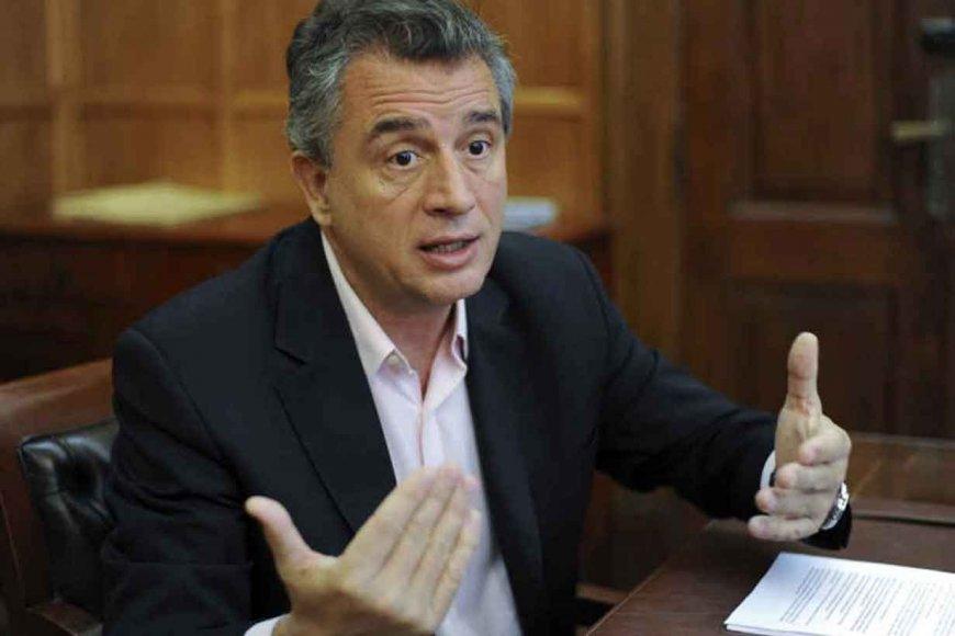 Argentina está reduciendo la mitad de sus ministerios gubernamentales