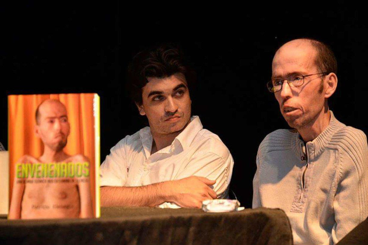 Envenenados: el autor y su protagonista, juntos.