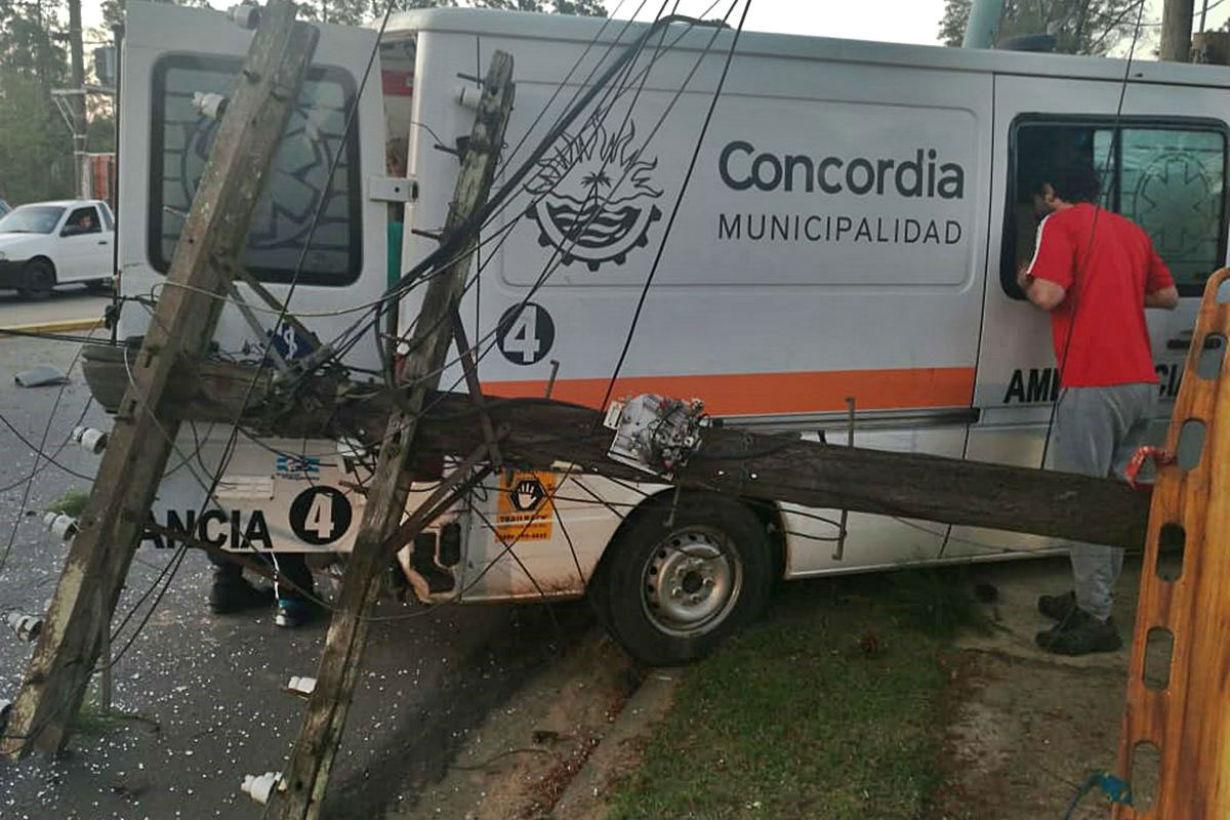 Así quedó la ambulancia (foto: DRU).