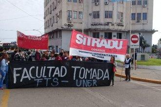 Facultades tomadas: el reclamo salió a la calle