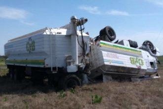 Despiste en la ruta 130: camión volcado, acoplado en pie