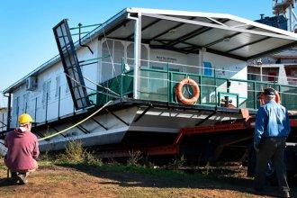 Construye escuelas flotantes junto a sus ex alumnos