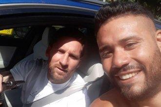 Viajó a capacitarse, conoció a Messi y se tatuó su firma en la espalda