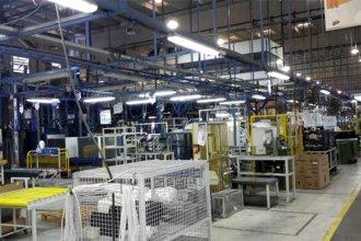 Electrolux frenó su producción por un mes y General Motors realiza suspensiones rotativas