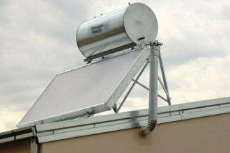 Un grupo de aprendices instaló su primer calefón solar en una escuela entrerriana