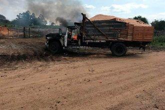 Se incendió un camión que transportaba aserrín