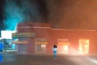 Voraz incendio destruyó local céntrico de Gualeguaychú